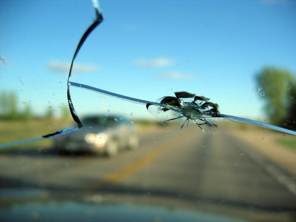 Замена и ремонт лобового стекла