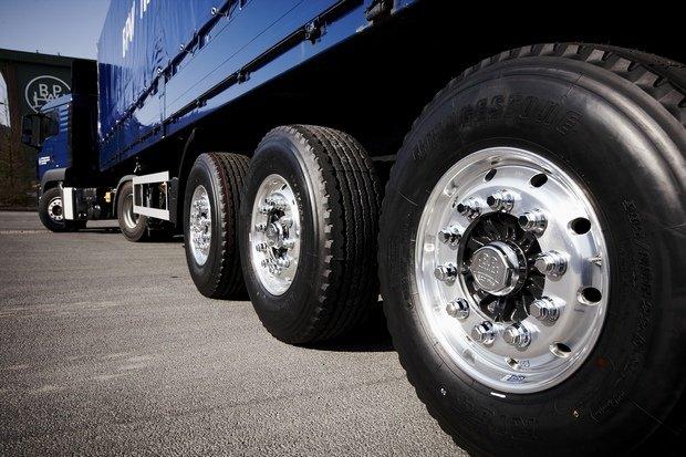 Особенности ремонта грузовых шин