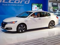 Гибридный автомобиль Accord от Honda