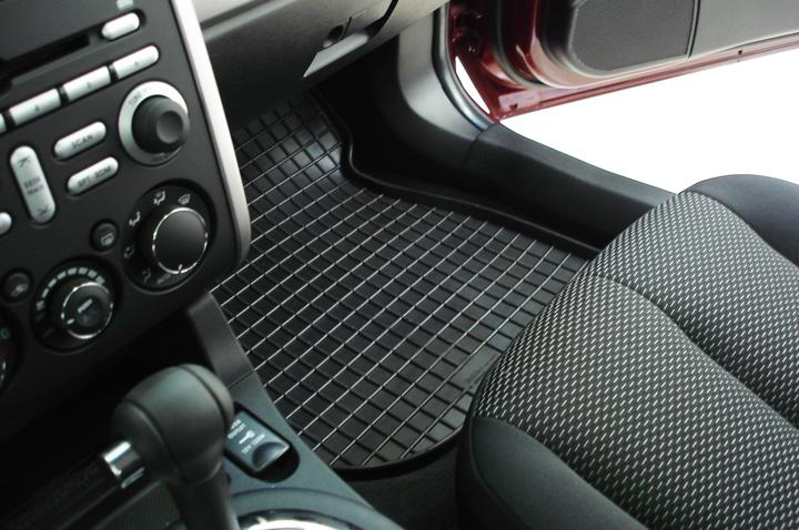 Нужны ли в автомобиле коврики